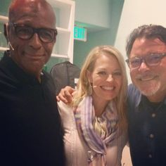 """""""So lucky I get to spend time with these boys twice in a month!"""" ~ Jeri Ryan with Michael Dorn & Jonathan Frakes Star Trek Cast, Star Trek Voyager, Rainbow Live, Jonathan Frakes, Jeri Ryan, Tv Show Games, William Shatner, Big Hugs, Sci Fi Movies"""