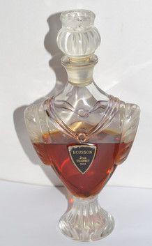 Jean D'Albret Ecusson Perfume - Quirky Finds Vintage Perfume Scents, Fragrance, Antique Perfume Bottles, Beautiful Perfume, Glass Ceramic, Bottle Crafts, Cosmetics, Smell Good, Vintage Perfume Bottles