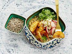 Jos salaattia jää tähteeksi, pakkaa se seuraavan päivän lounasevääksi. Baking, Ethnic Recipes, Food, Bakken, Essen, Meals, Backen, Yemek, Sweets