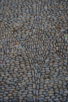 Mosaic stone pattern on pathways | by KarlGercens.com GARDEN LECTURES