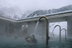 Peter Zumthor's Therme Vals Through the Lens of Fernando Guerra Peter Zumthor, Thermal Vals, Thermal Hotel, Spas, Water Architecture, Architecture Student, Contemporary Architecture, Architecture Details, Contemporary Art