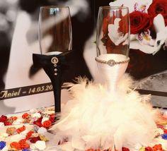 His & Hers wedding glasses Purple Wedding, Gold Wedding, Diy Wedding, Wedding Gifts, Dream Wedding, Wedding Day, Wedding Champagne, Wedding Stuff, Wedding Bells