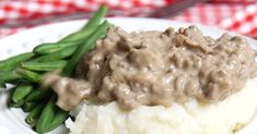 Hamburger Gravy, Just Like the Lunch Lady Used to Make Nothing makes a meal more than a good batch of gravy. Top off any piece of meat, potato or any side for that matter in that salty, mouth watering creamy sauce. Hamburger Recipes, Ground Beef Recipes, Meat Recipes, Cooking Recipes, Recipies, Hamburger Ideas, Hamburger Dishes, Best Hamburger Gravy Recipe, Hamburger Potato Soup