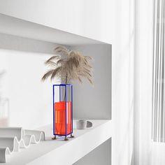 Dried Flower Arrangements, Flower Vases, Dried Flowers, Minimalist Living, Minimalist Decor, Home Decor Vases, Modern Clock, Acrylic Material, Steel Frame