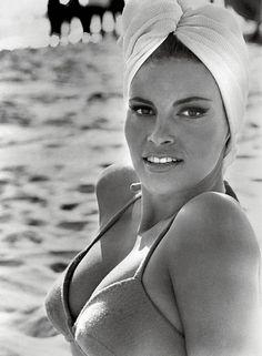 Raquel Welch // turban // bikini // beach // sunbathing // fashion icon // style idol // iconic women // 1960s // 60s