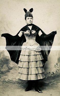 Arcane Cowboy — A Victorian Fancy Dress Ball: Popular Costumes of. Photos D'halloween Vintage, Vintage Halloween Photos, Victorian Halloween, Vintage Portrait, Vintage Ideas, Costume Halloween, Bat Costume, Diy Halloween, Batgirl