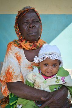 Nyanya and her granddaughter, Sakina.Photography bymollyinkenya.