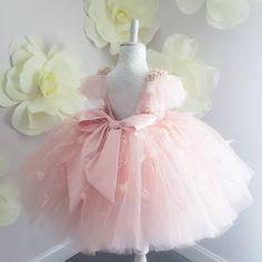 Зображення може містити: квітка Baby Girl Birthday Dress, Baby Girl Party Dresses, Dresses Kids Girl, Flower Girl Dresses, Kids Dress Wear, Kids Gown, African Dresses For Kids, Gowns For Girls, Baby Girl Fashion