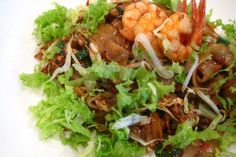 How to Cook Char Kway Teow (Malaysian Stir Fried Rice Noodles)