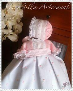 El nombre de este faldón es en honor de la bebita para el que ha sido creado, Naiara. Y es que este faldón ha sido creado partien... Crochet For Kids, Crochet Baby, Little Girl Dresses, Flower Girl Dresses, Tricot Baby, Christening Gowns Girls, Combo Dress, Baby Bonnets, Kids Frocks