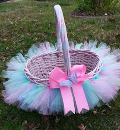 Baby Shower Ideas For Girls Diy Gifts Easter Baskets 46 Super Ideas Baby's First Easter Basket, Easter Gift Baskets, Oster Dekor, Idee Baby Shower, Diy Tutu, Easter Crafts, Easter Ideas, Bunny Crafts, Basket Decoration