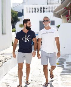 Stylish Casual Summer Outfits Ideas For Mens Menscasual Mensoutfits Outfitsideasformen Mens Fashion Summer Outfits, Casual Summer Outfits, Stylish Men, Men Casual, Mens Clothing Styles, Menswear, Flip Flops, Floral Outfits, Masculine Style
