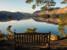 The perfect spot to enjoy a winter view. Friars Crag on the banks of Derwentwater in Keswick. Lake District Walks, Lake District Cottages, Days Out In England, Places In England, Lake Photography, Travel Photography, Lake District Holidays, Uk Holidays, English Countryside