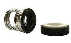 Selo mecânico modelo TS-P com face estacionária em óxido de alumínio (cerâmica), face rotativa em carbono grafite (carvão), vedações secundárias em borracha nitrílica (NBR) e partes metálicas em aço inox 304.