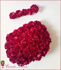 Kit contendo 1 calcinha de cetim decorada com flores e 1 tiara de flores <br>disponível em outras cores <br>confirme o prazo de produção com o vendedor.