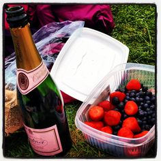 Champagne and strawbs on 'the hill' #wimbledon2013