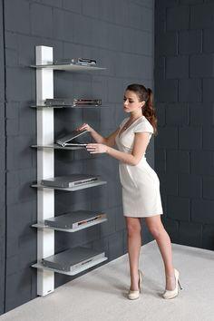 Design Regal / Rack Ein Hifi-Rack, ein Bücherregal oder für Schuhe... Der Einsatz dieses Möbelstückes ist vielseitig. Die asymmetrische Anordnung der Regalplatten sowie deren unterseitige Lackierung werden dieses Regal zum Highlight in Ihrem Wohnraum machen.
