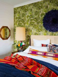 Inspiration room: A colorful bedroom Bohemian Style Bedding, Bohemian Bedrooms, Eclectic Bedrooms, Boho Style, Inspiration Room, New Orleans Homes, Bedroom Colors, Decoration, House Tours