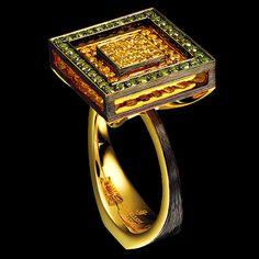 18K yellow gold  97 canary diamonds 0,7-0,78 ct  36 green diamonds 1-1,1 ct