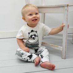 """No moi!  #hymyheppu #iloinentaapero  #repost@otusateljee:  """"Pehmeissä luomupuuvillavaatteissa mukavaa joka päivä."""" . . . #luomupuuvilla #karhu #tpaita #kvaak #legginssit #ekologinen #tehtysuomessa #lastenvaatteet #kotimaisetlastenvaatteet #kotimaisetvaatteet #organiccotton #childrenclothing #fairfashion #ecofashion #sustainablefashion #sustainable #madeinfinland #designfromfinland #hipdesignkuja"""