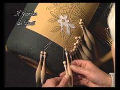 http://www.ilgiardinodeipunti.it/DVD+Tombolo/4%C2%B0-corso-di-pizzo-al-tombolo corso completo per imparare foglie, palmette, punto spagna, inserimento palmet...