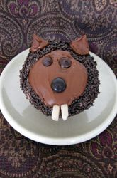 Add these fun chocolate Groundhog Day cupcakes to your holiday desert recipe repertoire! They're fun to make with your kids and a delicious winter snack. Cupcake Bakery, Cupcake Party, Activities For Kids, Seasons Activities, Winter Activities, Educational Activities, Food Humor, Funny Food, Snack Recipes