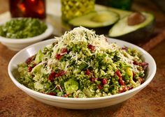 Keen Green Salad = Quinoa, Fresh spinach, sundried tomatoes, artichoke hearts, avocado and pesto! Eating Raw, Clean Eating, Healthy Eating, Vegetarian Recipes, Healthy Recipes, Veg Recipes, Healthy Salads, Healthy Options, Gastronomia
