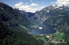 Norwegen Fjord  www.reisedoktor.com