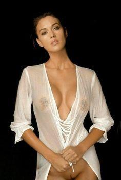 Mónica Bellucci 256 Hermosa senos preciosos y unos pezones deliciosos