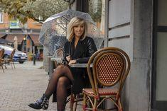 Parapluie cloche, parapluie dome, dome umbrella, birdcage umbrella, rainy outfit, tenue de pluie, le monde du parapluie Birdcage Umbrella, Cloche, Madame, Straw Bag, Outfit, Fashion, Rainy Outfit, Outfits, Moda