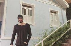 Luan Santana visita a casa de Roberto Carlos