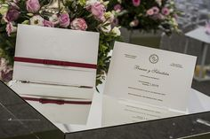 Convite de casamento simples, elegante e inspirador com acabamento em vermelho marsala. - Conviteria Santa Cruz