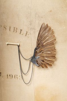 Julia Deville I Sparrow Wing Brooch Bone Jewelry, Metal Jewelry, Jewelry Art, Silver Jewelry, Jewelry Accessories, Fashion Jewelry, Jewelry Design, Gold Jewellery, Bridal Jewelry