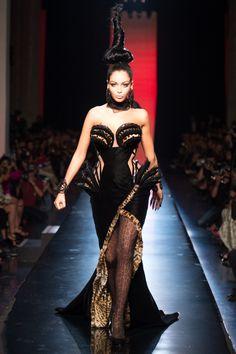AUTOMNE-HIVER 2013-2014 Jean Paul Gaultier Reality TV Star/Model Nabilla Benattia