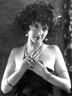 "lunawoman: "" Mae Busch silent film star source cinemarx.ru "" Silent Screen Stars, Silent Film Stars, Movie Stars, Vintage Curly Hair, Marie Prevost, Yoga Hair, Olive Thomas, Laurel And Hardy, Actor John"