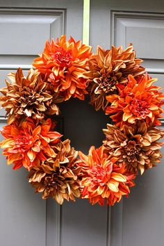 Celebrate autumn with these easy DIY fall wreaths. Easy Fall Wreaths, Diy Fall Wreath, Fall Diy, Wreath Ideas, Thanksgiving Flowers, Diy Thanksgiving, Thanksgiving Decorations, Fall Decorations, Fall Projects