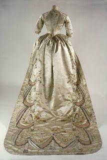 Amazing gown once owned by Marie Antoinette.  (Click on image to read about it)