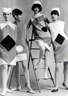 Pierre Cardin - Robes Mini à Motifs Géométriques - Mannequins dont Hiroko Matsumoto - 1966