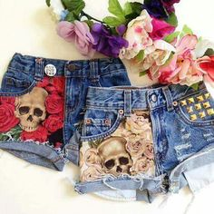 Skull & Pink Rose Studded Denim Shorts by WildRichKids on Etsy Painted Jeans, Painted Clothes, Short Jeans Feminina, Studded Denim, Studded Shorts, Black Shorts, Estilo Jeans, Diy Shorts, Diy Jeans