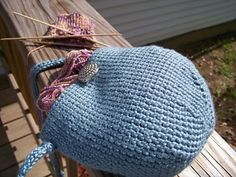 Free Ravelry download for bag pattern. Bag is crocheted. Strap is a knitted I-cord, but a crocheted I-cord could be substituted easily.