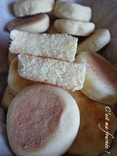 Muffins anglais (petits pains) C'est ma fournée A Food, Good Food, Food And Drink, Blog Patisserie, Salty Foods, Pancakes And Waffles, Morning Breakfast, Pastry Recipes, Sweet Desserts