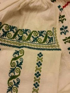 Palestinian Embroidery, Shirt Embroidery, Traditional Outfits, Pixel Art, Crochet, Cross Stitch, Sewing, Handmade, Romania