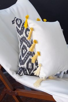 one sheepish girl: Ombre Tassel Pillow - Emmadime
