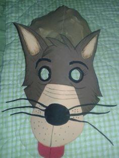 Máscara de lobo com touca de meia- calça