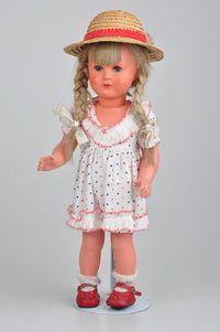 SCHILDKRÖT Mädchen Modell Käthe Kruse, gem. SiR T 40, Kurbelkopf, feste blaue Augen, offen/geschlossener Mund, blonde Perücke, 5-tlg. Stehpuppenkörper, Z 2