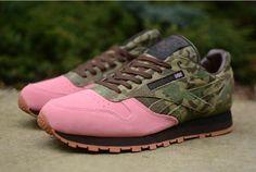 Shoe Gallery x Reebok Classic Lthr R12 Flamingos at War