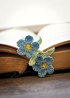 So very darling, Tricia you could do this. Crocheted Bookmark Forget Me Not Flowers