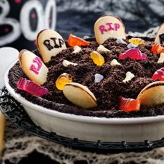 Make Spooky Graveyard Pie for your Halloween Party