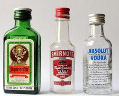 minipullo esim. salmiakkikossua, viskiä, konjakkia, jotain marja- tai hedelmälikööriä (ei kerma- eikä kahviliköörejä)... ainoot joita ostan isoissa pulloissa on Campari ja Jägermeister, ei siis niitä minipulloina.