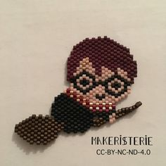 Flying Harry Potter brooch. Wear it on shirt, pull over, beannies, tote bags, etc .. Made by hand with miyuki delicas 11 beads Size : 2 x 1,60 inches It takes me 4h to made it.